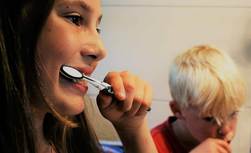 Children brushing their teeth correctly